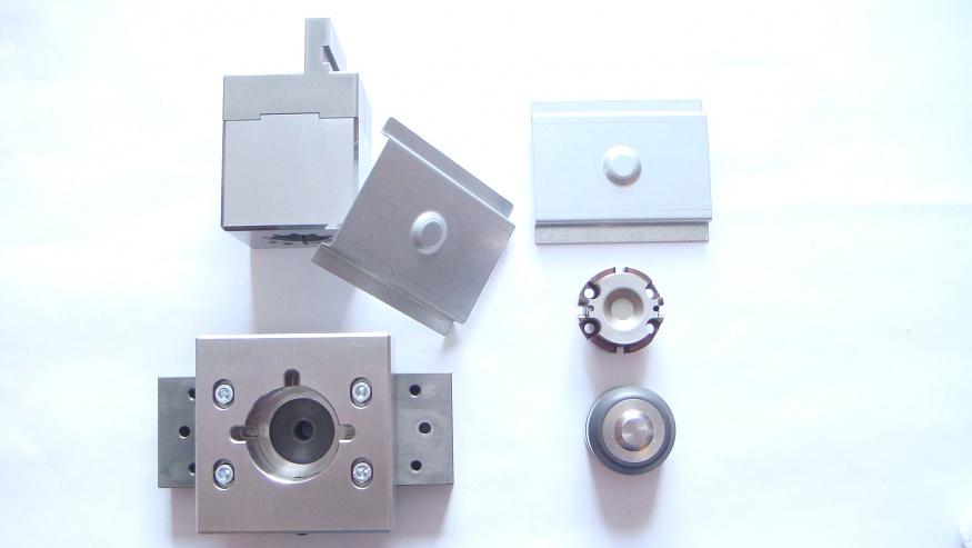 Adapter für Abkantpressen für Form- und Stanzwerkzeuge
